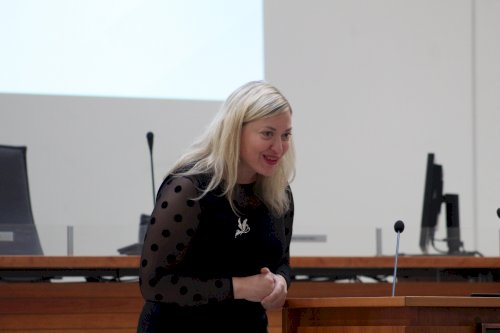 Vilniaus kurčiųjų reabilitacijos centro vadovas Vilniaus savivaldybėje pristatė pranešimą apie centro veiklas, supažindino su teikiamomis paslaugomis