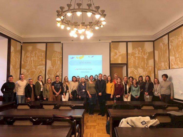 Visuomenės švietimas apie kurčiuosius Vilniaus Universiteto bendruomenei